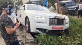 Rolls-Royce Ghost gặp nạn trước khi gắn biển số
