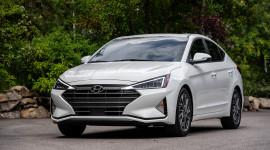 Hyundai Elantra 2019 có giá từ 17.985 USD