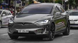 Tesla Model X P100D màu lạ của siêu mẫu Phạm Ngọc Thạch