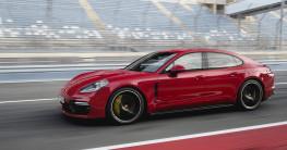 Porsche Panamera GTS 2019 có giá từ 128.000 USD