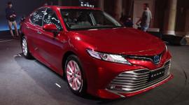 Toyota Camry 2019 giá từ 43.600 USD chào thị trường ĐNÁ