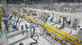 Bên trong xưởng hàn thân vỏ ô tô hiện đại nhất ĐNÁ của VinFast có gì?