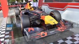 Xe đua F1 giá khoảng 180 tỷ đồng được trưng bày tại Hà Nội