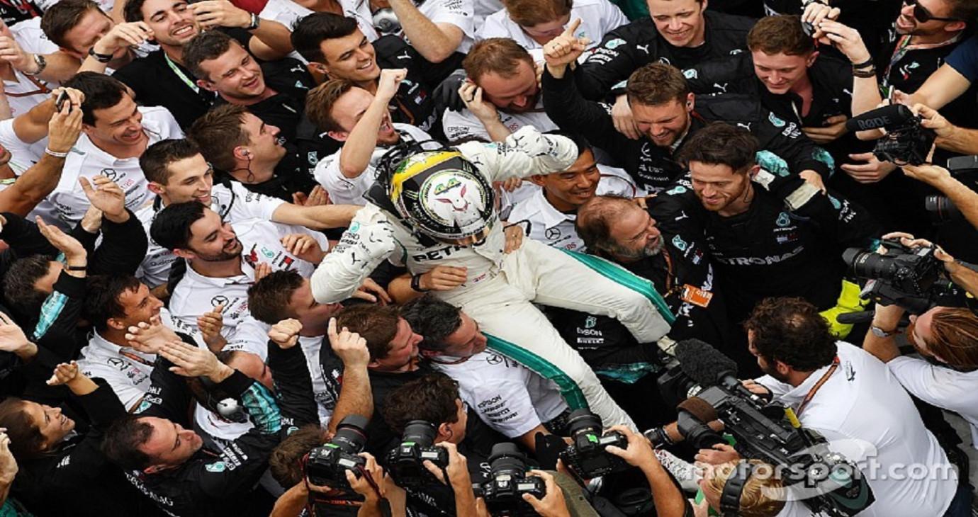 Lewis Hamilton giành chiến thắng ở chặng Brazil Grand Prix