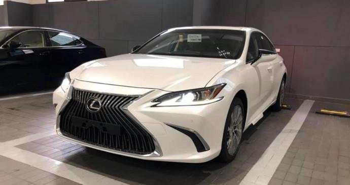 Lexus ES 250 2019 cạnh tranh E-Class, giá dự kiến 2,28 tỷ đồng
