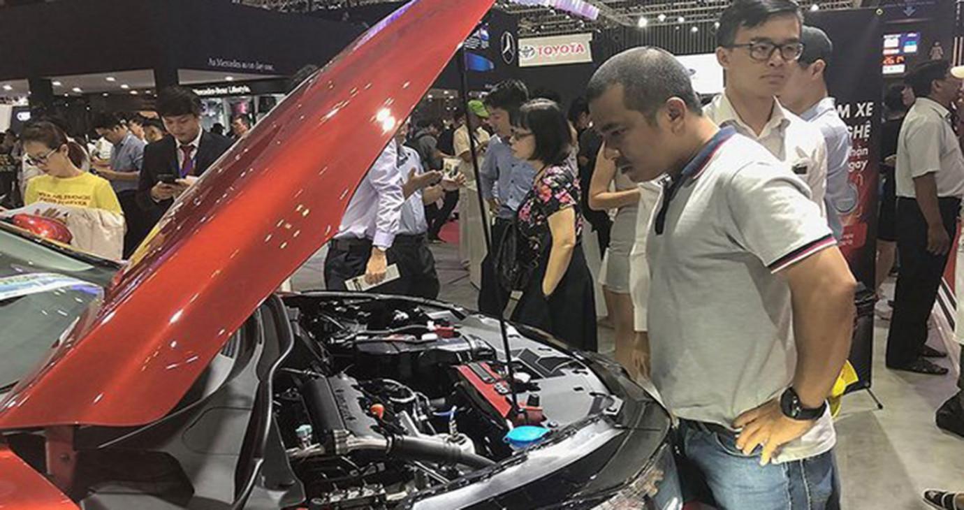 Người mua ô tô mất oan cả trăm triệu đồng vì lệ phí trước bạ