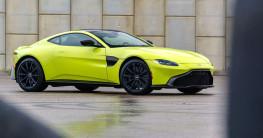 Bộ đôi siêu xe Aston Martin chính hãng về Việt Nam