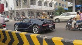 Bugatti Chiron của đại gia Campuchia xuống phố