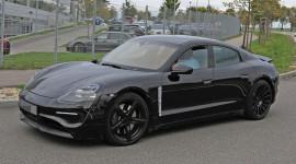 Xe điện Porsche Taycan chốt giá từ 90.000 USD