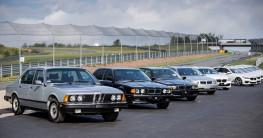 """Nhìn lại quá trình """"lột xác"""" của siêu sedan BMW 7-Series"""