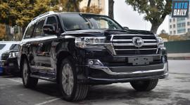 Toyota Land Cruiser VXS 2019 nhập Trung Đông giá 7 tỷ đồng tại VN