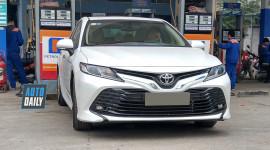 Toyota Camry hoàn toàn mới xuất hiện trên phố Hà Nội