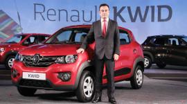 Carlos Ghosn từ chức chủ tịch và giám đốc Renault