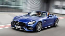Mercedes-AMG GT Roadster có giá từ 151.192 USD