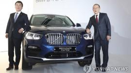 Huấn luyện viên Park Hang Seo được tặng BMW X4 hoàn toàn mới