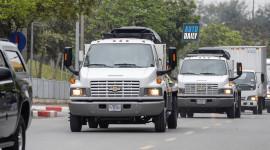 Bán tải Chevrolet C5500 chở thiết bị bảo vệ tổng thống Mỹ đến Việt Nam