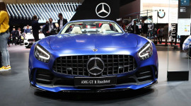 Siêu xe mui trần Mercedes-AMG GT R Roadster lộ diện