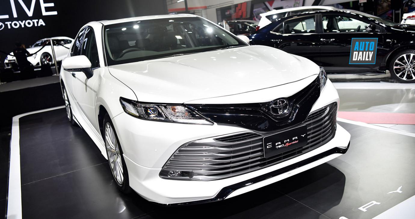 """Xem trước """"hàng hot"""" Toyota Camry 2019 chuẩn bị ra mắt tại Việt Nam"""