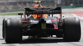 Xe đua F1 sắp biểu diễn tại sân vận động Mỹ Đình