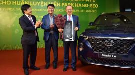 HLV Park Hang Seo được tặng xe Hyundai Santa Fe