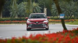"""""""Nhá hàng"""" Toyota Camry 2019 nhập sắp ra mắt"""