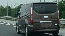 Bắt gặp Ford Tourneo Custom trên đường phố Việt