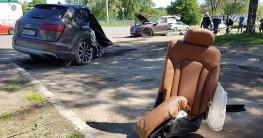 Audi Q7 gãy đôi sau tai nạn, tài xế không hề hấn gì