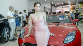 Ngọc Trinh khoe dáng cùng Jaguar F-Type, dự khai trương showroom xe sang