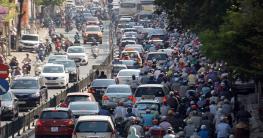 """Giải pháp nào cho """"cơn ác mộng"""" giao thông mùa nóng?"""