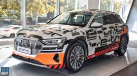 Xe sang chạy điện Audi E-tron được trưng bày tại Hà Nội