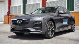 Chi tiết Vinfast Lux A2.0 giá từ 990 triệu, đấu Toyota Camry