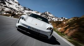 Xe thể thao chạy điện Porsche Taycan 2020 chính thức trình làng