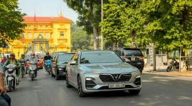 VinFast Lux đồng loạt xuống phố khuấy động Hà Nội