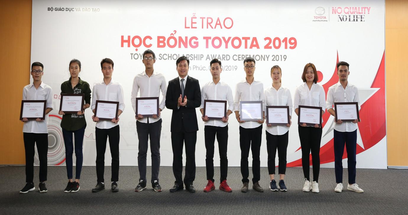 Toyota Việt Nam trao tặng 115 suất học bổng cho sinh viên Việt Nam