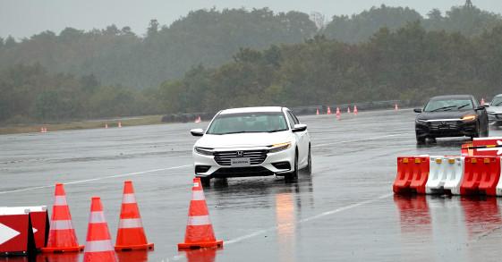 Thử công nghệ Honda Sensing và hệ thống Sport Hybrid i-MMD tại trường đua