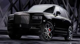 Rolls-Royce Cullinan Black Badge chính thức lộ diện