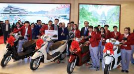 Honda Việt Nam tặng LEAD và Winner X cho các tuyển thủ đoạt HCV
