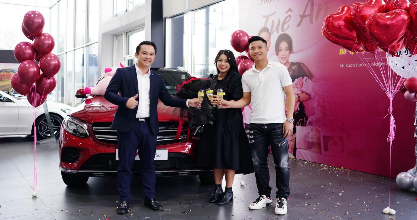 Trung vệ Bùi Tiến Dũng mua xe Mercedes-Benz GLC 300 tặng vợ