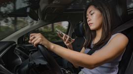 Cách phòng tránh những mối phân tâm khi lái xe