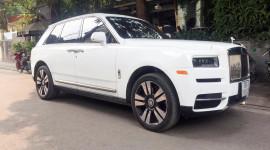 Rolls-Royce Cullinan logo phát sáng ra biển trắng Hà Nội