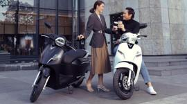 Có 30-50 triệu đồng, nên mua xe máy điện VinFast Klara S hay xe máy xăng?