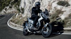 Honda X-ADV giành chiến thắng xe của năm 2020