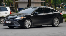 Diện kiến Toyota Camry XLE Hybrid đời mới nhập Mỹ tại Việt Nam