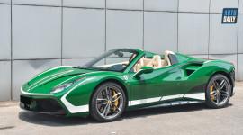 Lạ mắt với siêu xe Ferrari 488 Spider màu xanh lá tại Hà Nội