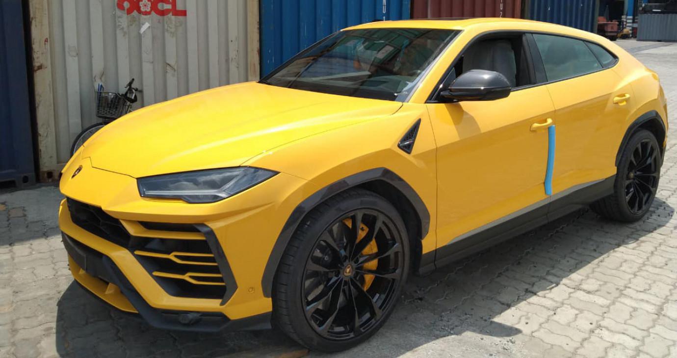 'Siêu bò' Lamborghini Urus bản 4 chỗ đầu tiên về Việt Nam