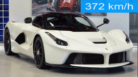 Ferrari LaFerrari đạt vận tốc 372 km/h