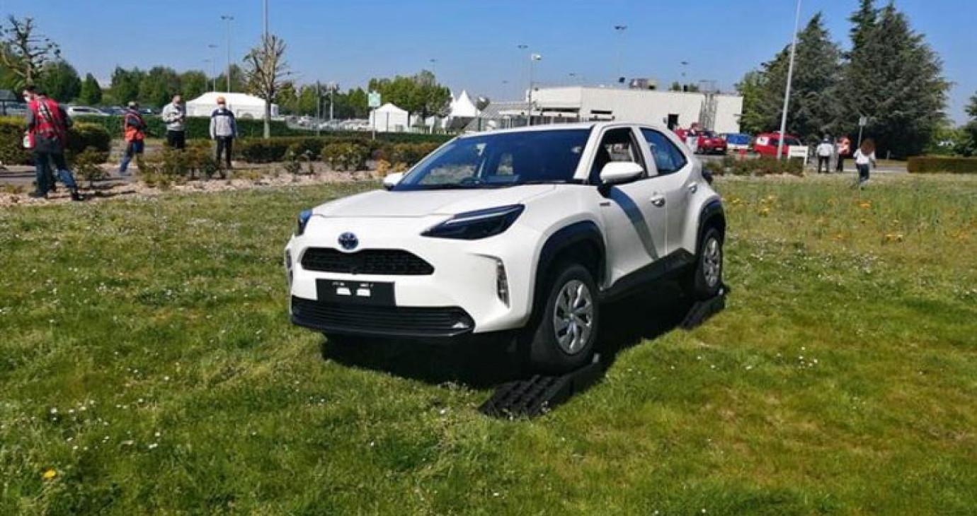 Ảnh thực tế của Toyota Yaris Cross 2021