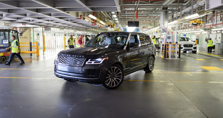 Chiếc Range Rover đầu tiên xuất xưởng trong giai đoạn cách ly xã hội