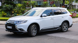 Mitsubishi Outlander giảm giá gần 200 triệu đồng