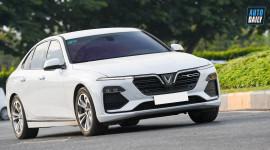 Vượt Toyota Camry, VinFast Lux A dẫn đầu phân khúc sedan tầm giá 1 tỷ